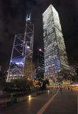 Bank van 's nachts de schrapers van de het centrumhemel van China en Cheung Kong- Hon Kong royalty-vrije stock foto's