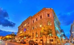 Bank Włoch budynek w starym miasteczku Palermo, Sicily obraz stock