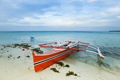 banka小船传统捕鱼的舷外架 免版税库存图片