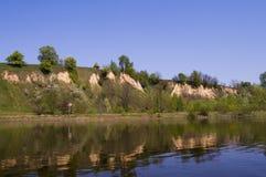 banka desna wysoka rzeka Zdjęcia Royalty Free