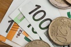 banka euro pięć ostrości sto pieniądze nutowa arkana euro monety i gotówka Euro pieniędzy banknoty zdjęcie stock