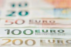 banka euro pi?? ostro?ci sto pieni?dze nutowa arkana euro got?wkowy t?o Euro pieni?dzy banknoty T?o od r??nych euro banknot?w zam obraz royalty free