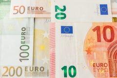 banka euro pi?? ostro?ci sto pieni?dze nutowa arkana euro got?wkowy t?o Euro pieni?dzy banknoty T?o od r??nych euro banknot?w zam zdjęcie royalty free