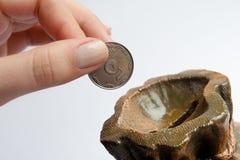 banka monety ręki wszywki Obrazy Stock