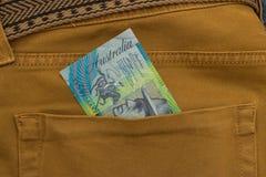 Bankbiljet in achterzak Stock Fotografie