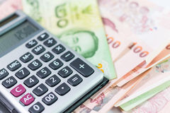 Bankbiljet en Calculator Stock Afbeeldingen