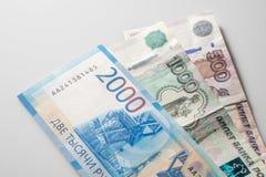 Bankbiljet van twee duizend roebels en oude bankbiljetten Russische Federa royalty-vrije stock fotografie
