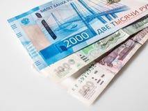 Bankbiljet van twee duizend roebels en oude bankbiljetten Russische Federa stock afbeelding