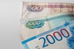 Bankbiljet van twee duizend roebels en oude bankbiljetten Russische Federa royalty-vrije stock afbeeldingen