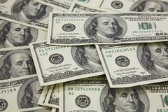 Bankbiljetten in 100 dollars van de V.S. Stock Afbeeldingen