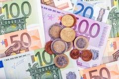 Bankbiljetten en euro muntstukken Royalty-vrije Stock Foto