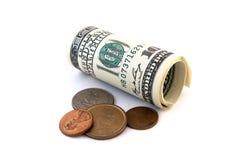 Bankbiljetten en muntstukken die op wit worden geïsoleerdn stock foto