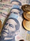 bankbiljetten en muntstukken van Mexicaanse peso's, achtergrond en textuur Royalty-vrije Stock Afbeelding