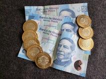 bankbiljetten en muntstukken van Mexicaanse peso's, achtergrond en textuur Royalty-vrije Stock Afbeeldingen