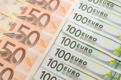 Bankbiljetten euro close-up 50 en 100 Stock Afbeelding