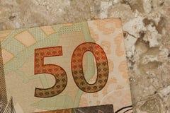 Bankbiljetten van Braziliaanse munt: Reais Close-up op marmeren lijst royalty-vrije stock foto