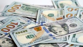 Bankbiljetten van de partij de Amerikaanse die dollar op lijst worden geworpen stock video