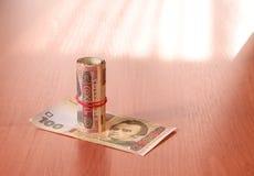 Bankbroodje van Oekraïense hryvnia op de lijst Royalty-vrije Stock Foto