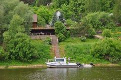 Banken av den Oka floden i Tarusa, Kaluga region, Ryssland Royaltyfri Foto