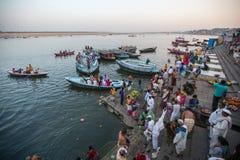 Banken op de heilige rivier van Ganges Stock Afbeelding