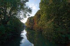 Banken von großartigem Morin-Fluss in Seine- und Marne-Region stockfotografie
