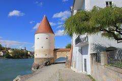 Bankerna av Danubet River nära staden av Passau Royaltyfri Fotografi