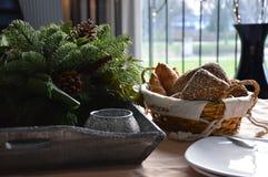 Banket早午餐,在篮子的面包 免版税库存照片