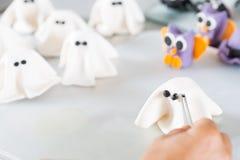 Banketbakker met cijfers van Halloween Stock Foto's
