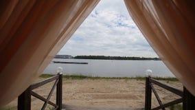 Banketthalle auf den Ufern Hochzeitszeremonie auf dem Ufer Stockfotos