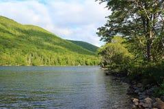 Banki Jeziorny O ` prawo na przylądek Bretońskiej wyspie, nowa Scotia, popularnym campingu i pyknicznym terenie, zdjęcie royalty free