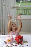 banki spieniężają małego dziewczyny prosiątko zdjęcie stock