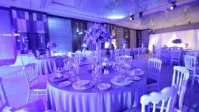 Bankiet sala iluminuje z barwionymi światłami zbiory