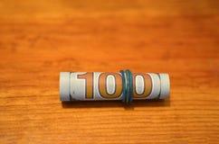 banknotów pojęcia korupci dolarowej koperty odosobniony biel Anci łapówkarstwa i korupcji pojęcia, pieniądze oferowali w kartotec obraz stock