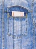 Banknote in der Tasche der Baumwollstoffjacke Stockfotos