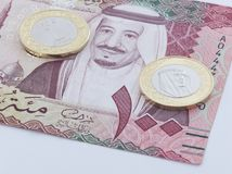 Banknote des Saudi Riyal-100 und neue Münze Stockfoto