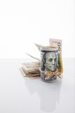 Banknote hundert Dollar, gebunden mit Seil Lizenzfreie Stockbilder