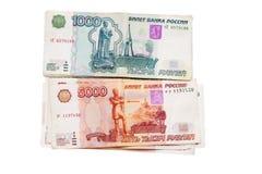 Banknote russischen Geldes 5000 und 1000 auf Weiß Stockfoto