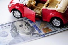 Banknote und rotes Auto Lizenzfreies Stockbild