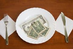 Banknoten auf einer Platte Stockbild