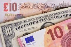 Banknoten in den verschiedenen Währungen Stockfotografie