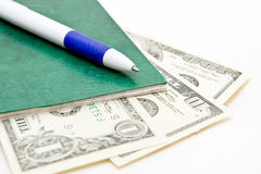 Banknoten der Feder und einiger Dollar Stockfotografie