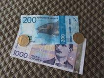 Banknoten der norwegischen Krone und Münzen, Norwegen Lizenzfreie Stockbilder