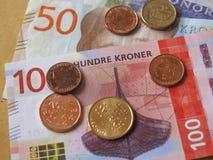 Banknoten der norwegischen Krone und Münzen, Norwegen Lizenzfreie Stockfotos