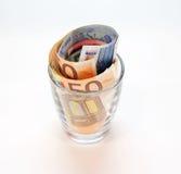 Banknoten in einem Glas Lizenzfreie Stockfotos