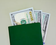 Banknoten mit grünem Pass- nahes hohes Stockfoto