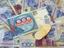 Banknoten und Münzen von Kazakhstan Lizenzfreies Stockfoto