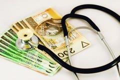 Banknoten und Stethoskop Lizenzfreie Stockbilder