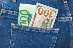 Banknoten von hundert Euro und von hundert amerikanischen Dollar s Stockfoto