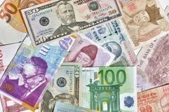 Banknoten von verschiedenen Währungen Stockfoto