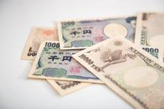 Banknotenweißhintergrund der japanischen Yen Stockfotos